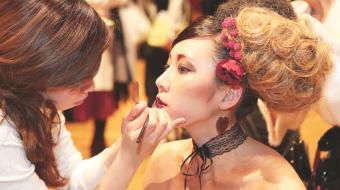 モデルや芸能人のヘアメイクアーティスト
