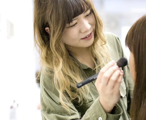 POINT01 人気サロン「アフロート」の美容学校です