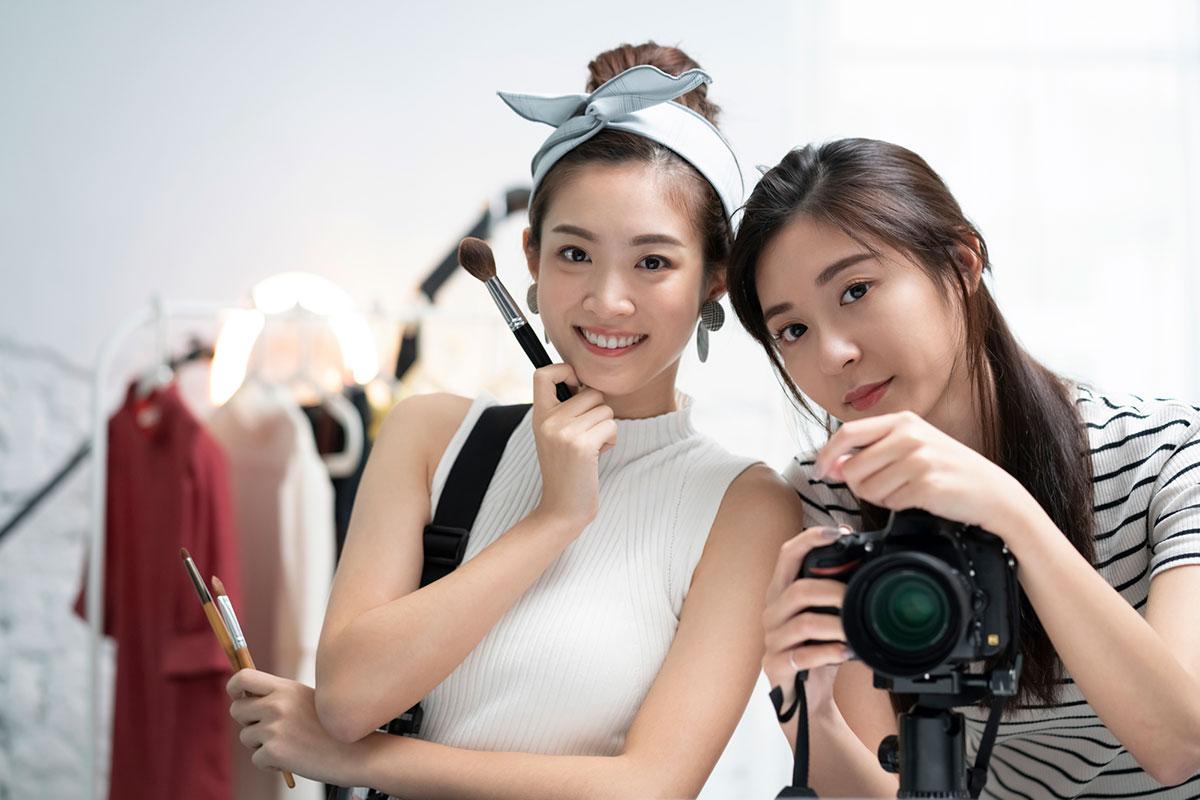 美容専門学校で取得できる資格は?美容師、メイク、ネイル関連など